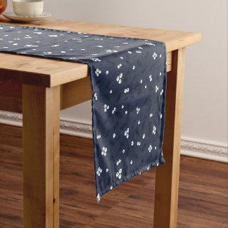 モダンな果実及びマツ青パターン ショートテーブルランナー