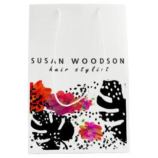 モダンな水彩画の花のはっきりしたなMonsteraパターン ミディアムペーパーバッグ