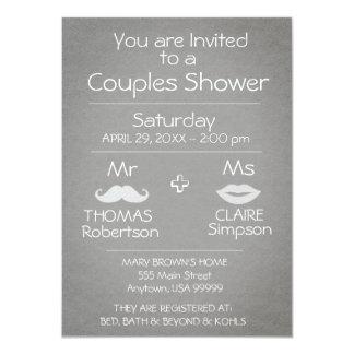 モダンな灰色および白いカップルのシャワー カード
