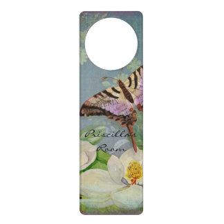 モダンな花の蝶wマグノリアの花の花 ドアノブプレート
