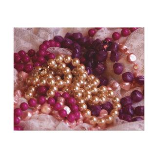 モダンなBoho: 真珠、ビーズ、レース キャンバスプリント