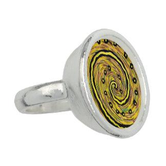 モダンの抽象的で黄色い芸術 リング