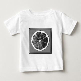 モダンB&Wの灰色の切口のブドウのフルーツのデザイン ベビーTシャツ