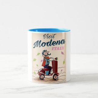 モデナイタリアのスクーター旅行ポスター ツートーンマグカップ