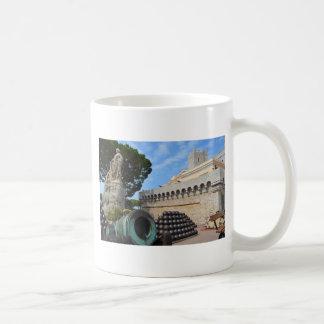 モナコ宮殿-砲弾および大砲 コーヒーマグカップ