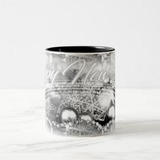 モノクロ新年のテーマ水はマグを波立てます ツートーンマグカップ