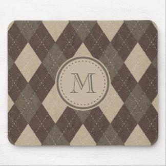 モノグラムが付いているモカChoccaブラウンのアーガイル柄のな格子縞 マウスパッド