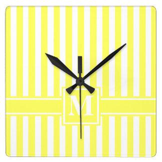 モノグラムが付いているレモネードのモダンなストライプ スクエア壁時計