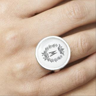 モノグラムが付いている花のリース 指輪