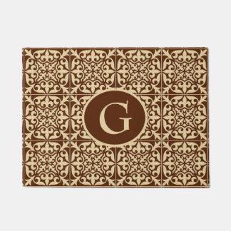 モノグラムと、チョコレート色のモロッコのタイル ドアマット