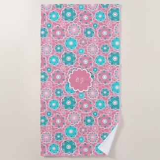 モノグラムによってすごい粋なピンク及び水の花柄 ビーチタオル