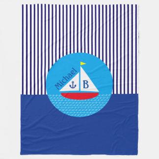 モノグラムのいかりの赤いヨットの航海のな青い縞 フリースブランケット
