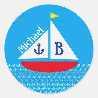 モノグラムので赤いヨットの海洋の航海ので青い海 ラウンドシール