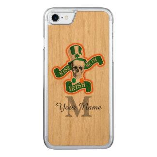 モノグラムのなおもしろいなアイルランドのスカル CARVED iPhone 7 ケース