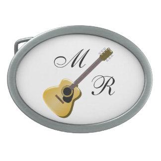 モノグラムのなアコースティックギター 卵形バックル