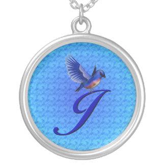 モノグラムのなイニシャルJのブルーバードのデザインのネックレス シルバープレートネックレス