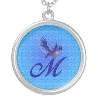 モノグラムのなイニシャルMのブルーバードのデザインのネックレス シルバープレートネックレス