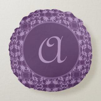 モノグラムのなガーリーな紫色およびラベンダーの花柄 ラウンドクッション