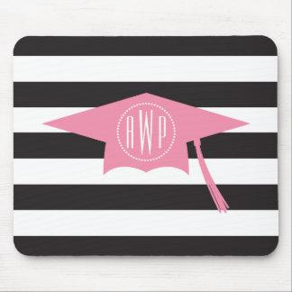 モノグラムのなピンクの卒業の帽子 + 黒のストライプ マウスパッド