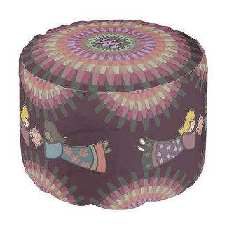 モノグラムのな暖かい黙した色の冬のダリア- プーフ