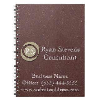 モノグラムのエレガントなあずき色の紙の螺線形ノート ノートブック