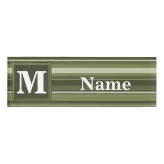 モノグラムのオリーブ色のストライブ柄 名札