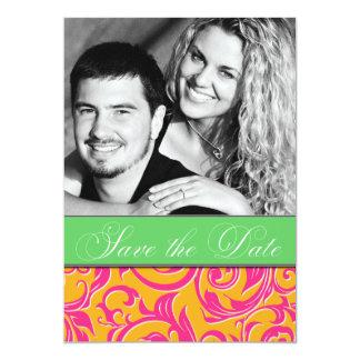 モノグラムのオレンジピンクのダマスク織の結婚式の保存日付 カード