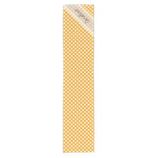 モノグラムのオレンジ白く粋なおもしろいの水玉模様パターン ショートテーブルランナー