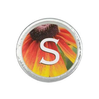 モノグラムのシンプルのオレンジ野生の花の写真のカスタム リング