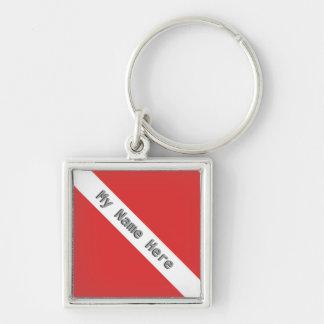 モノグラムのスキューバダイビングのロゴの赤いダイバーの旗 シルバーカラー正方形キーホルダー