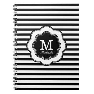 モノグラムのスタイリッシュな白黒のストライプのなノート ノートブック