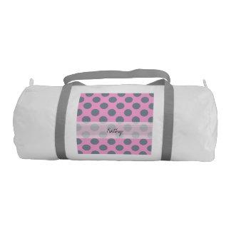 モノグラムのピンクの灰色のシックな水玉模様パターン ジムダッフルバッグ