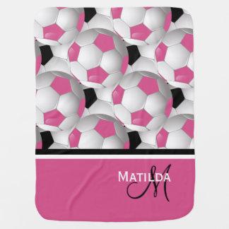 モノグラムのピンクの黒いサッカーボールパターン ベビー ブランケット