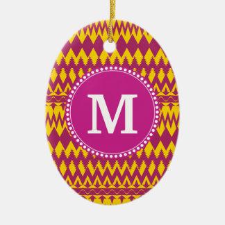 モノグラムのマゼンタのピンクの紫色の黄色い種族パターン セラミックオーナメント