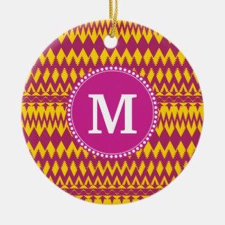 モノグラムのマゼンタのピンクの紫色の黄色い種族パターン 陶器製丸型オーナメント