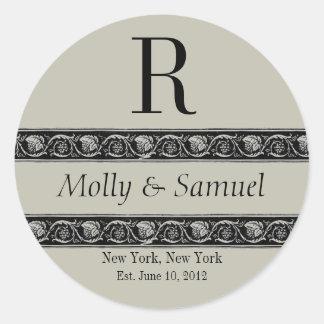 モノグラムのロゴの華美な名前の日付の結婚式のラベル ラウンドシール