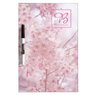 モノグラムの新婦付添人の淡いピンクの桜 ホワイトボード