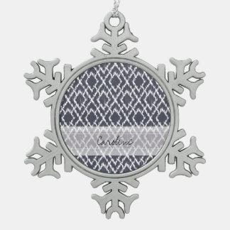 モノグラムの濃紺の種族のイカットのダイヤモンドパターン スノーフレークピューターオーナメント