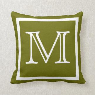 モノグラムの無地ので暗いオリーブ色の葉の緑の枕 クッション
