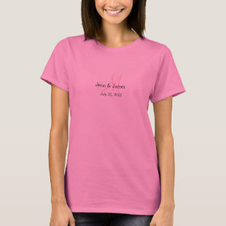 モノグラムの結婚式の発表のピンクのTシャツ Tシャツ