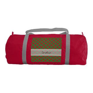 モノグラムの緑の赤いクリスマスの水玉模様パターン ジムバッグ