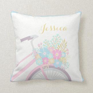 モノグラムの花の自転車のかわいいパステル調の枕 クッション