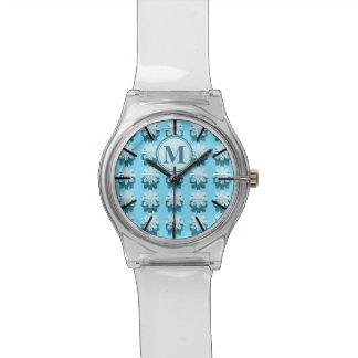 モノグラムの青い花弁パターン 腕時計