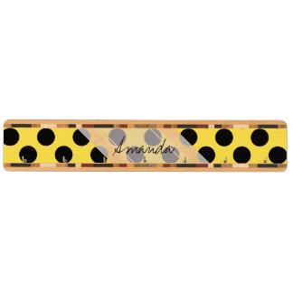 モノグラムの黄色く黒くかわいくシックな水玉模様パターン キーラック