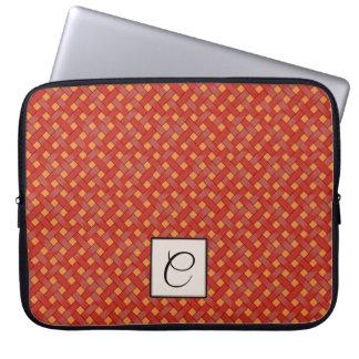 モノグラムを持つカスタムなオレンジの編まれた赤い藤 ラップトップスリーブ