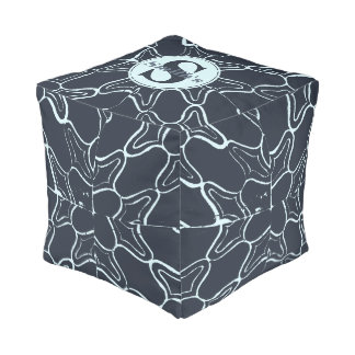 モノグラム海軍グランジで幾何学的なダマスク織のタイルパターン プーフ