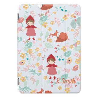 モノグラム。 かわいい友人。 キツネおよび赤いフード付きの女の子 iPad PROカバー