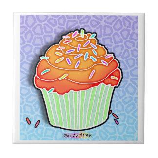 モモによって曇らされるカップケーキのタイル タイル