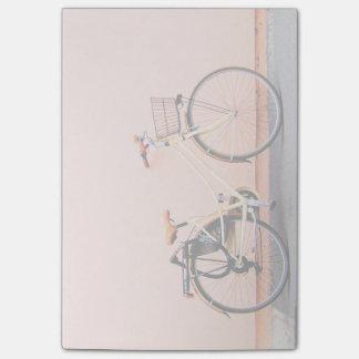モモのバイクのバスケットの自転車2の車輪 ポストイット