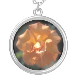 モモのバラの円形の銀製のネックレス シルバープレートネックレス